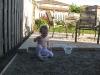 Milusia pomaga Tatusiowi budowac patio ;)